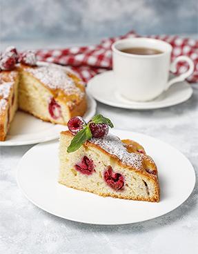 Vaniljev biskvit z malinami, brez glutena