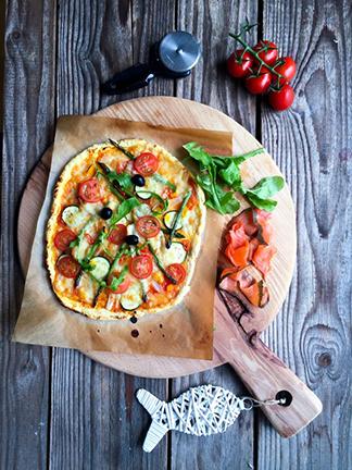 Pica z dimljenim lososom brez glutena