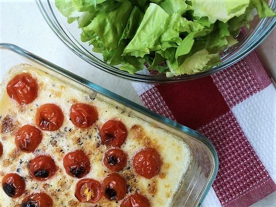 Pečena polenta s sirom, začimbami in paradižnikom